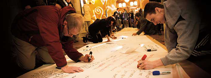 image 的 students writing poems on a scroll