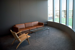 Nooks for study and conversation:  Like the rest of the global hub, the economics department features a variety 的 spaces for impromptu discussions, self-reflection and solitary study.